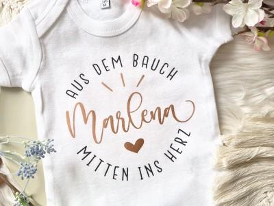 """Personalisierter Baby-Body """"Mitten ins Herz"""" - 2"""